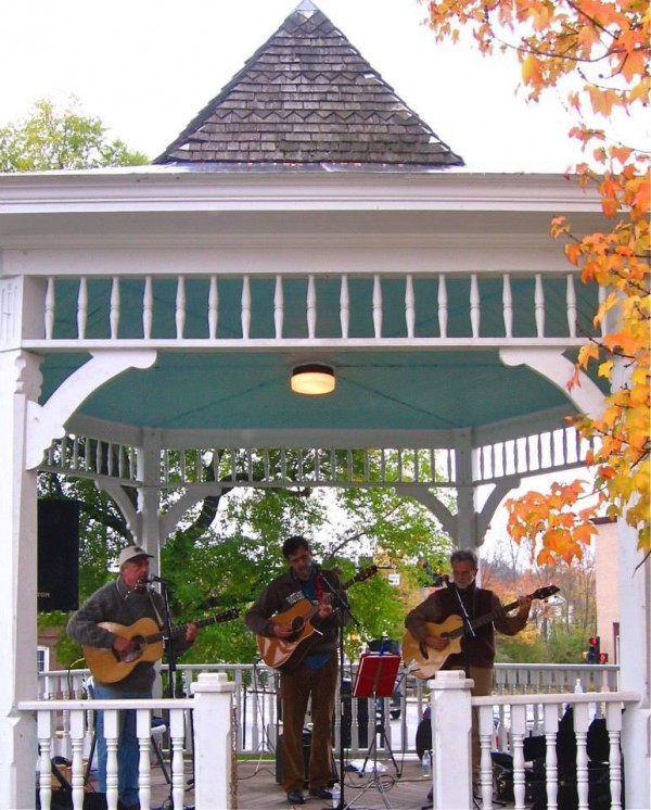 1381876967_Decatur_Creek_-_Jaffrey_Bandstand